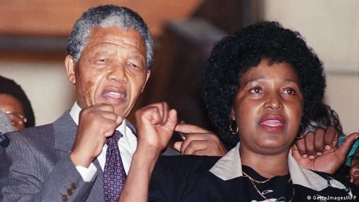 Nelson und Winnie Mandela (Getty Images/AFP)