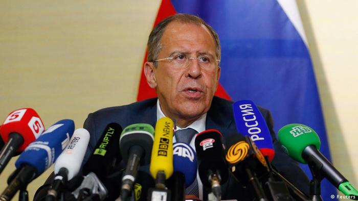 Sergei Lavrov in front of a dozen or so microphones