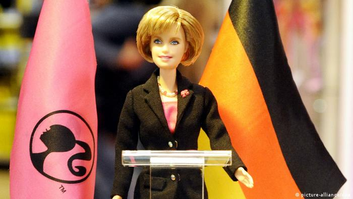 Angela Merkel als Barbie Barbiepuppe (picture-alliance/dpa)
