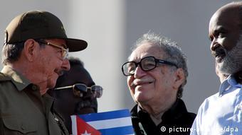 Der kolumbianische Autor Gabriel Garcia Marquez mit Präsident Raul Castro