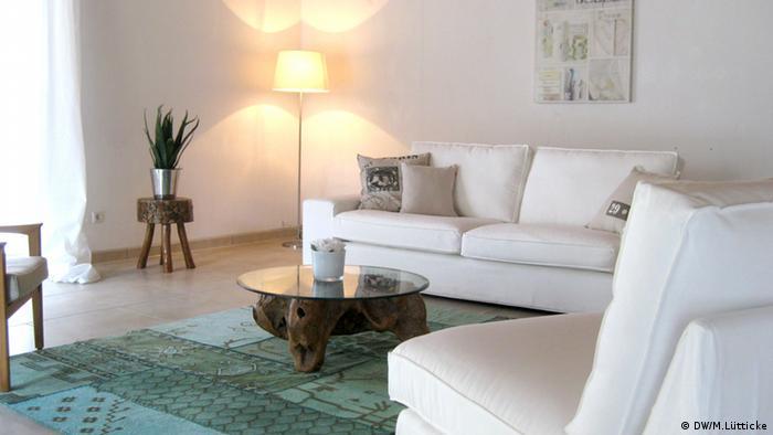 Wohnzimmer nach dem Home Staging (Foto: DW/Lütticke)