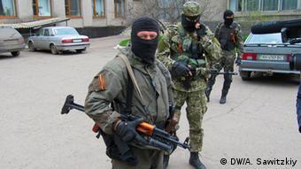 Вооруженные люди на улицах Славянска