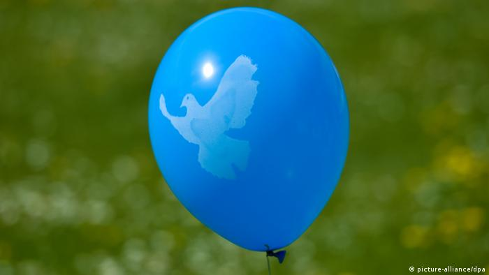 Надувной шар с изображением голубя мира