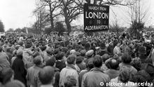 Erster Ostermarsch 1958 - Briten demonstrieren gegen Nuklearwaffen