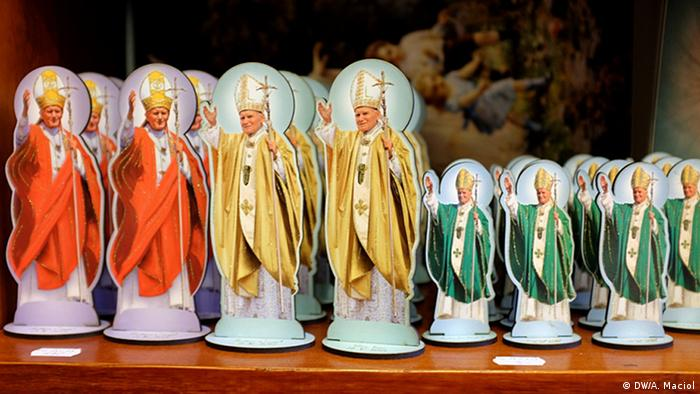 Pope John Paul II figurines (DW/A. Maciol)