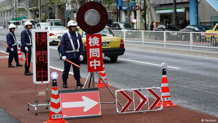 Vizuwizi vinawekwa barabarani kabla ya rais Obama kuwasili Tokyo