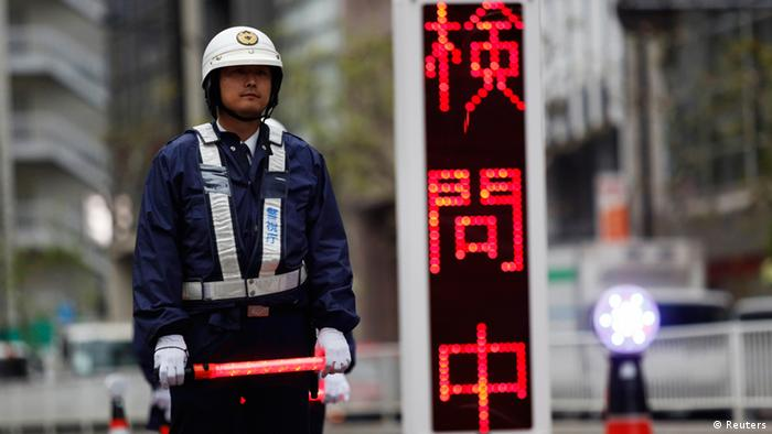 Tokio Vorbereitung Besuch Barack Obama Straßensperre Polizei