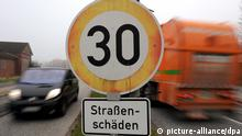 Road work ahead (picture-alliance/dpa)