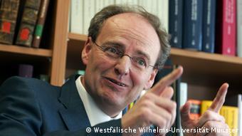 Немецкий историк Хуберт Вольф