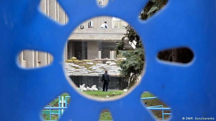View through the children's playground to the occupied administrative building (Photo: DW/R. Goncharenko)