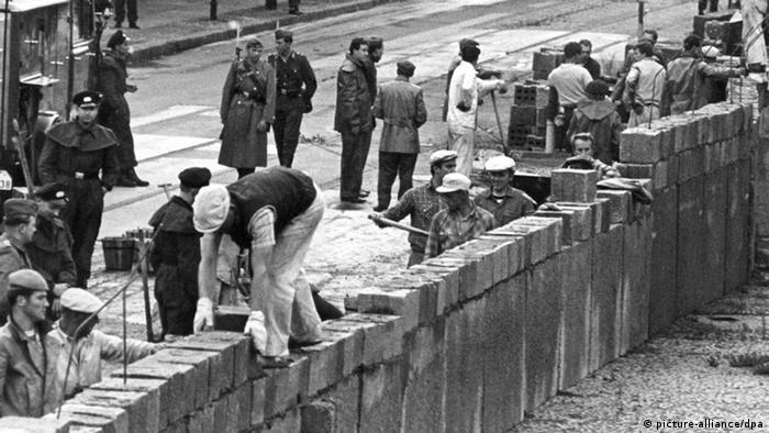 50 Jahre Bundesrepublik Mauerbau (picture-alliance/dpa)