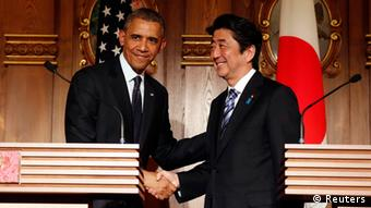 US President Barack Obama shakes hands with Japan's Prime Minister Shinzo Abe (R) at a joint news conference at the Akasaka Palace in Tokyo April 24, 2014 (REUTERS/Larry Downing)