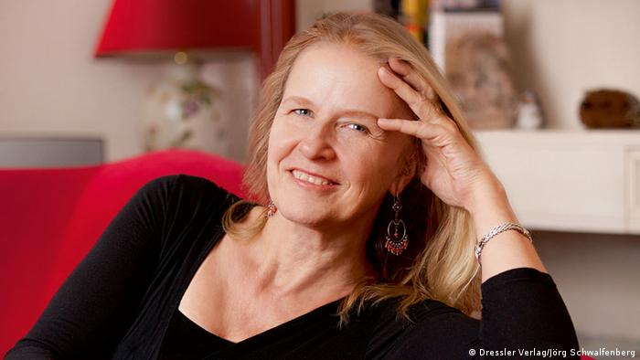 Cornelia Funke - (c) Dressler Verlag/Jörg Schwalfenberg