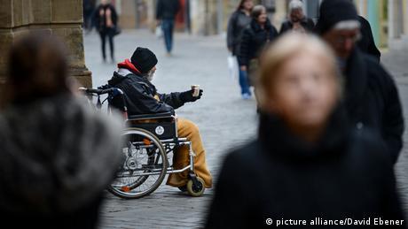 """Ανοίγει η """"ψαλίδα"""" πλούσιων και φτωχών στη Γερμανία"""