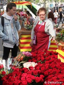 Women selling red roses on World Book Day (Photo: Hans-Günter Kellner / DW)