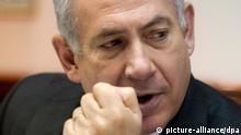 ARCHIV - Der israelische Ministerpräsident Benjamin Netanjahu bei einer Kabinettssitzung in Jerusalem am 17.04.2012. Netanjahu hat dem Iran im Atomstreit vorgeworfen, wie Nazi-Deutschland «Millionen Juden vernichten» zu wollen. Nur die Motivation sei unterschiedlich, sagte er in einem am Dienstag (24.04.2012) gesendeten Interview mit Radio Israel. EPA/JIM HOLLANDER/POOL (zu dpa Netanjahu: Iran will «Millionen Juden vernichten» vom 24.04.2012) +++(c) dpa - Bildfunk+++
