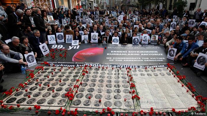 فعالان حقوق بشر ترکیه در تاریخ ۲۴ آوریل ۲۰۱۴ در استانبول یاد قربانیان کشتار ارامنه در جنگ جهانی اول (۱۹۱۵) را گرامی میدارند