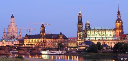 Die Frauenkirche in Dresden Panorama Elbe