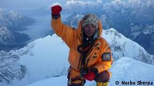 Auf der Spitze des Everest, Norbu Sherpa Copyright: Norbu Sherpa via Estehr Felden, DW HA Asien