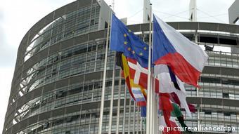 Το Ευρωκοινοβούλιο ενέκρινε το νέο ρυθμιστικό πλαίσιο για τα κόκκινα δάνεια