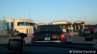 Машины на границе между Молдавией и Румынией