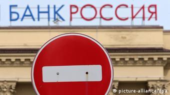 Visa и MasterCard заблокировали карты банка Россия и ряда других