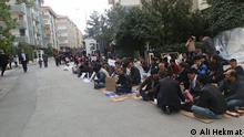 Auf dem Bild: Afghanische Flüchtlinge protestieren vor dem UNHCR-Gebäude in der Türkei. Foto: Ali Hekmat Angeliefert von Arif Farahmand am 26.4.2014