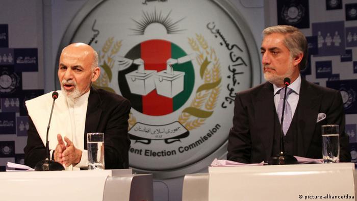 Главные соперники в борьбе за пост президента Ашраф Гани (слева) и Абдулла Абдулла