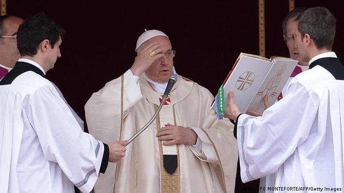Papa Francisco proclama santos a un sacerdote argentino ya un niño mexicano