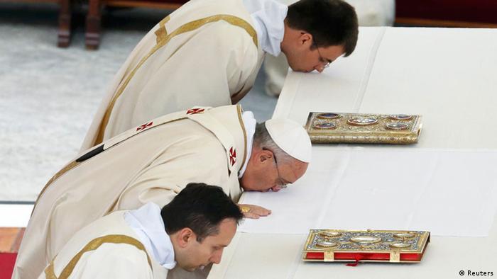 Vatikan Heiligsprechung zweier Päpste Franziskus Messe