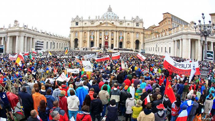 Vatikan Heiligsprechung zweier Päpste Pilger