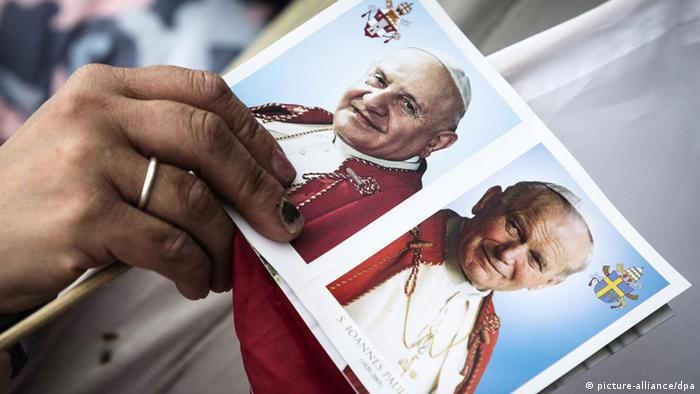 Postkarte mit Fotos Johannes Paul II. und Johannes XXIII.