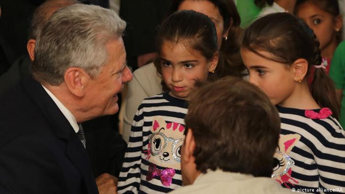 President of Germany Joachim Gauck talks to children during a visit to a refugee camp for Syrians in Kahramanmaras, Turkey on 27 April, 2014