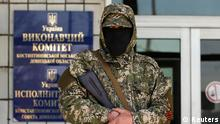 A pro-Russia armed man stands guard in front of the seized city council building in Kostyantynivka April 28, 2014. REUTERS/Marko Djurica (UKRAINE - Tags: POLITICS CIVIL UNREST)