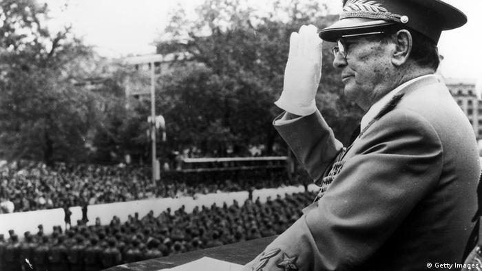 Тито приема парад на югославската армия на 9 май 1975 год.