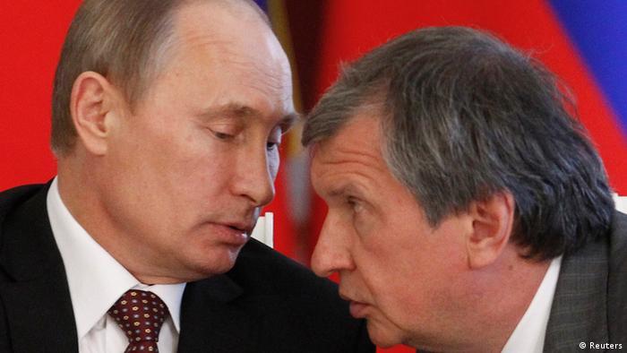 Владимир Путин и Игорь Сечин в доверительной беседе