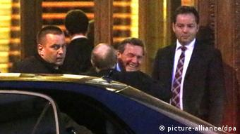 Putin and Schröder embrace in Saint Petersburg