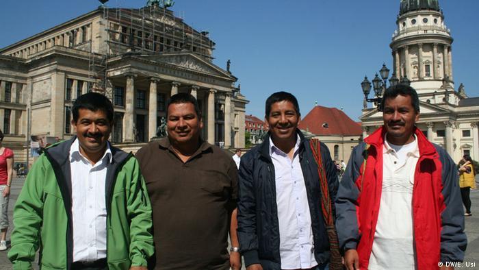 Representantes del Consejo Regional Indígena del Cauca, (CRIC).