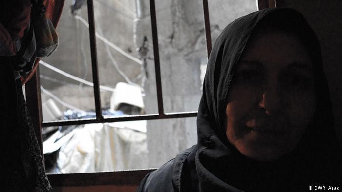 Libanon Syrien Flüchtling Frau in Shatela Dunkel