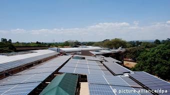 Solarzelle in Kenia (picture-alliance/dpa)