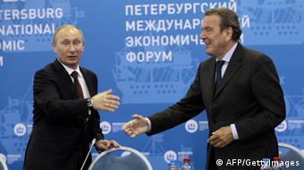 Владимир Путин и Герхард Шрёдер в 2012 году
