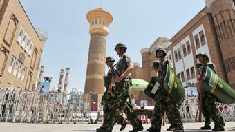 Sicherheitskräfte in Ürümqi in der Unruheregion Xinjiang