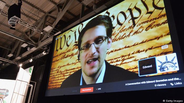 Эдвард Сноуден в ходе видеоконференции