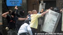 Ukraine Donezk Prorussische Aktivisten stürmen Justizgebäude