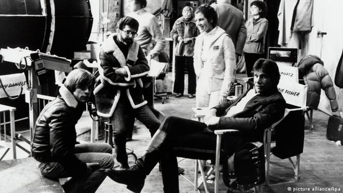 Dreharbeiten zum Kinofilm Star Wars: zweiter von links Jung-Regisseur George Lucas