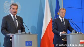 Günther Oettinger and Donald Tusk (photo: EPA/RADEK PIETRUSZKA)