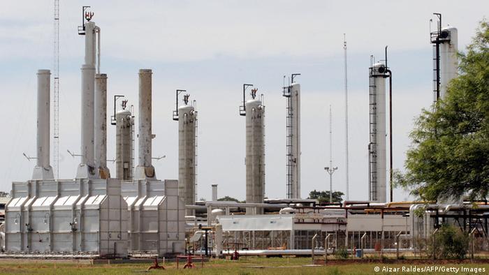 Oil refinery in Bolivia