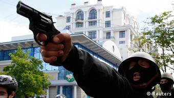 Пророссийский активист 2 мая 2014 в центре Одессы