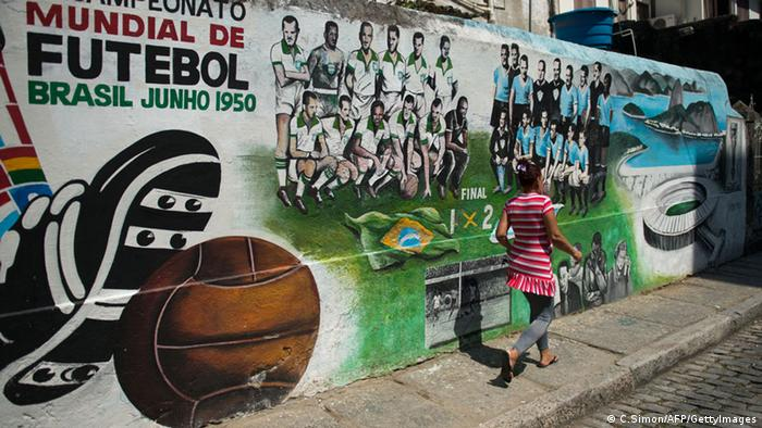 Graffiti Brasilien WM 2014 Kritisch (C.Simon/AFP/GettyImages)