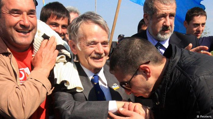 Mustafa Dzhemilev, surrounded by supporters